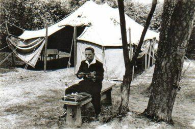 Takács_Károly_preparing_pistol_for_shooting_on_Poland-Hungary-Yugoslavia_1961